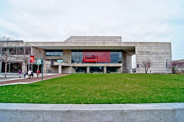 National Constitution Center, opened 2003.
