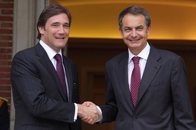 Prime Ministers Pedro Passos Coelho, from Portugal (left), and Rodriguez Zapatero, from Spain, in October 2011. With economic downturn and a rising unemployment rate (over 10% unemployment rate in Portugal and 20% in Spain by 2011), the two countries of the Iberian Peninsula were trapped right in the middle of the European sovereign debt crisis.