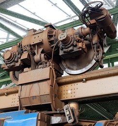 Detail of suspender, wheel and motor of a GTW 72 train