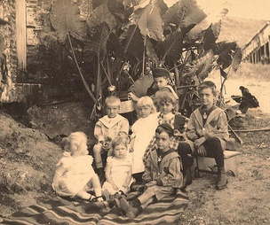 The Riefkohl and Verges children of German descent in Maunabo, Puerto Rico (c. 1890s)