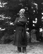 Left: Vivekananda in Greenacre, Maine (August 1894).[121] Right: Vivekananda at Mead sisters' house, South Pasadena in 1900.