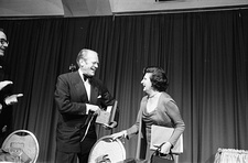 President Gerald Ford (left) with White House Correspondent Helen Thomas at the 1975 Dinner.