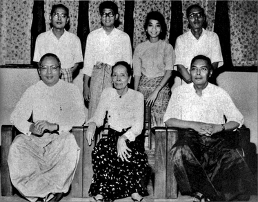 Thant and his family, including brothers Khant Thaung and Tin Maung, his mother Nan Thaung, and his daughter Aye Aye Thant and her husband, Tyn Myint-U, in 1964