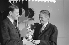 Haanstra receives his Academy Award for Glass from Ambassador Philip Young in 1959.