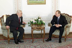 Speaker of the National Assembly of Azerbaijan Murtuz Alasgarov meeting Russian President Vladimir Putin in 2001.