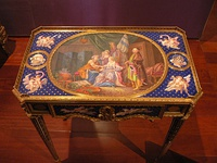Writing table with porcelain plaques inset (Museu Calouste Gulbenkian, 1772)