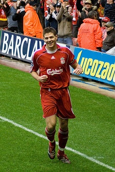 Gerrard playing in the Premier League for Liverpool in 2007