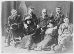 Rudolf Rocker (back row, second from left) with several London anarchists. Rocker's arm lies over Milly Witkop's shoulder.