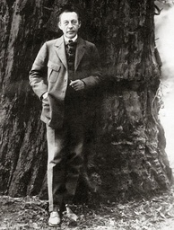 Rachmaninoff in front of a giant Redwood tree in California, 1919