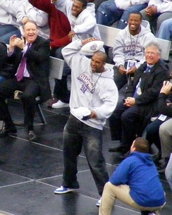 Tyree re-enacting his now-famous catch during the victory rally at Giants Stadium several days after Super Bowl XLII.