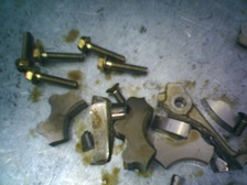 Disintegrated oil pump