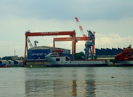 Cranes in Cochin Shipyard (India).