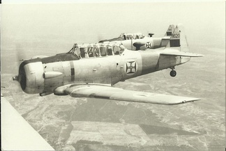 Training of pilots of the Portuguese Armed Forces in the early 1960s, in T-6 aircraft.