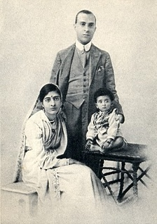 Nehru in 1919 with wife Kamala and daughter Indira