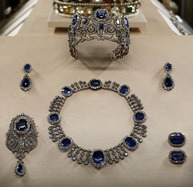 French crown jewels in the Louvre exhibition