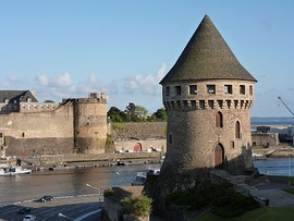 A view of the Tour Tanguy with the Château de Brest in the background.