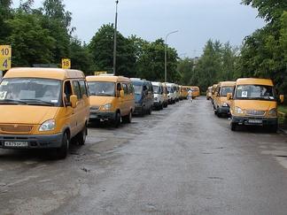 Маршрутные такси на автобусной остановке «Вокзал»