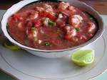 Ceviche ecuatoriano (Ecuadorian-style ceviche) and Cuy asado (grilled guinea pig) are some of the typical dishes.