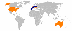 "Aldi stores worldwide: Aldi Nord in blue, Aldi Süd in orange. Note that in the United States, both Nord and Süd operate, although the ""Trader Joe's"" name is used for Nord stores there."