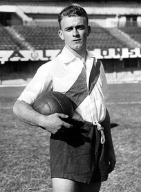 Di Stéfano won the Primera División and the Copa Aldao with River Plate in 1947.