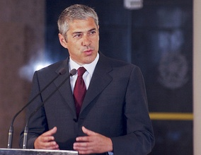 From 2005 to 2011, José Sócrates of the Socialist Party (PS) was the prime minister and the leader of the Portuguese Government.