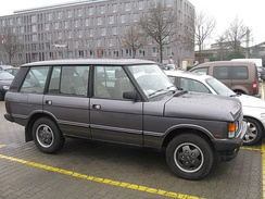 The post-facelift Range Rover was available with an 8-inch longer wheel-base as the LSE version, such as in this early 1990s example.