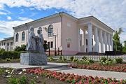 Памятник Петру и Февронии у Дворца культуры