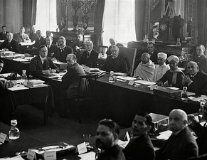 "British prime minister, Ramsay MacDonald, to the right of Gandhi at the 2nd Round Table Conference. Foreground, fourth from left, is B. R. Ambedkar representing the ""Depressed Classes"""