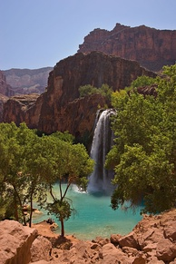Presence of colloidal calcium carbonate from high concentrations of dissolved lime turns the water of Havasu Falls turquoise.