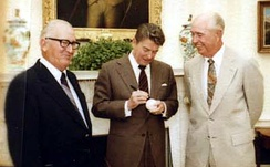 Al López (at left) with Ronald Reagan and Walter Alston, 1982