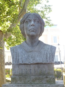 Bust of Grazia Deledda by Amelia Camboni [it], Pincio, Rome