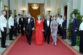 From left to right: US President Ronald Reagan, First Lady Nancy, Mexican President Miguel de la Madrid and his wife Paloma Cordero in Cross Hall, White House, at a state dinner.