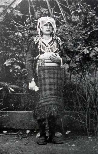 Traditional female dress of Hoti, 1908