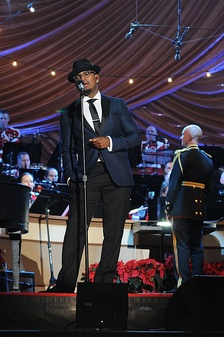 Ne-Yo performing at the National Christmas Tree lighting ceremony in December 2014.