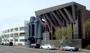 Chiat/Day Building in Venice, California (1991)