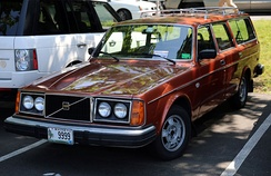 1976-1977 Volvo 265 DL wagon with American-market quad round sealed beam headlamp configuration, as used until 1980 on some models