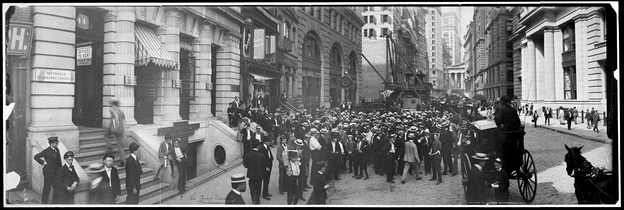 "Curb market at Broad Street 1902. Wrote a local resident in 1907, each morning at 10 o'clock the ""multitude"" of ""brokers, brokers' clerks, lemonade and provision vendors, messenger boys, 'lambs' awaiting slaughter, and numerous other attaches and camp followers of the noisy and disorderly throng breaks forth with a volley of discordant screams which rend the air for several blocks, and then bedlam reigns until the gong again sounds at 3 o'clock in the afternoon, to the confusion and discomfort of the whole surrounding neighborhood.""[23]"