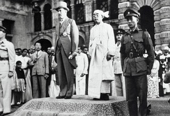British governor Hubert Elvin Rance and Sao Shwe Thaik at the flag raising ceremony on 4 January 1948 (Independence Day of Burma).