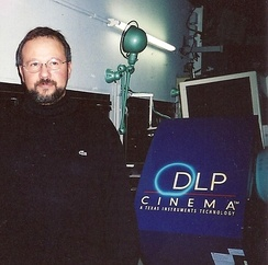 First digital cinema projection in Paris with the DLP CINEMA technology developed by Texas Instruments (2000).