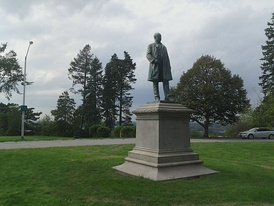 Statue of Reed on Portland, Maine's Western Promenade in September 2011