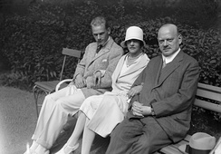 Stresemann in September 1929 shortly before his death with his wife Käthe and son Wolfgang