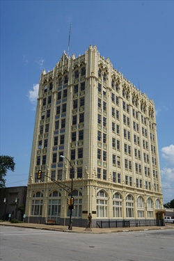 The State National Bank building in Corsicana (built 1926)
