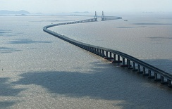 The Donghai Bridge in Shanghai, China has a similar structure to the proposed Morecambe Bay Bridge.