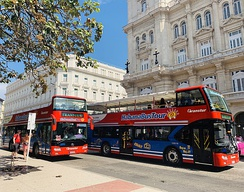 Sight-seeing busses at the Parque Central