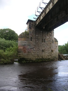 Under the arches - geograph.org.uk - 490274.jpg