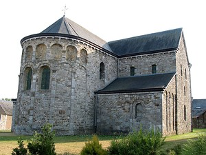 The small church of Saint-Pierre Xhignesse, Belgium, already has a semi-circular termination at the same height as the choir and nave.