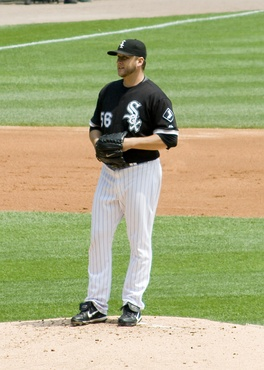 Buehrle receiving a sign during the perfect game