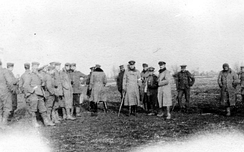 British and German troops meeting in no man's land during the unofficial truce (British troops from the Northumberland Hussars, 7th Division, Bridoux-Rouge Banc Sector)