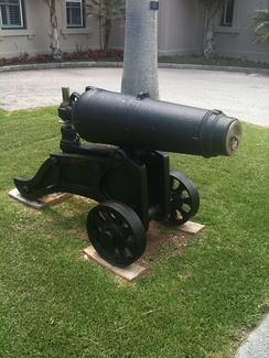 Carronade on a garrison mount, used to defend fortifications. Government House, Bermuda