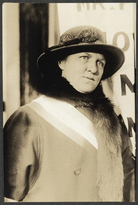 Elsie M. Hill at a Congressional Union picket at the gate of the White House.